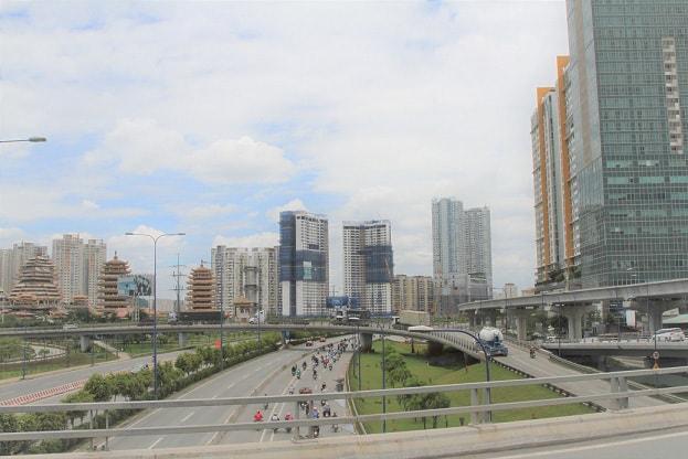 Cuộc đua bất động sản Đông - Tây: Hai cực nóng của Sài Gòn - ảnh 2